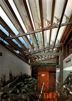 Toldo em Alumínio - ZetaLum® Hawaii - Provido de painéis laterais e construído sobre fortíssima estrutura de alumínio anodizado, ele enfrenta chuva, sol e ventos sem necessidade de manutenção. #zetaflex Saiba mais em: http://www.zetaflex.com.br/produtos/toldos/hawaii.aspx