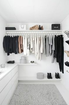 Walk in closet ideas / luxury closets / wardrobe goals #closet #closetgoals #wardrobe #dreamcloset #interiordecor #interiorgoals / www.fromluxewithlove.com/20-dreamy-walk-closet-ideas/