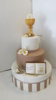 Torta in pasta di zucchero per Prima Comunione Boys First Communion Cakes, Boy Communion Cake, Champagne Wedding Cakes, Diy Wedding Cake, Fondant Cakes, Cupcake Cakes, Religious Cakes, Confirmation Cakes, Quince Cakes