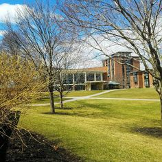 Blue skies and green grass in front of the Dining Hall at Skidmore College in Saratoga Springs, NY.