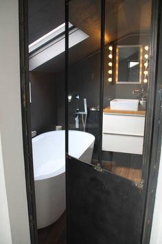 Salle de bain - baignoire îlot - porte verriere atelier