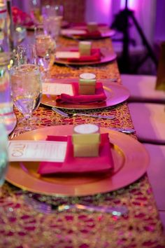 Inspiration pour un mariage fuchsia : la décoration
