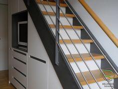 die 14 besten bilder von schrank unter der treppe schrank unter treppe treppenhaus und dachboden. Black Bedroom Furniture Sets. Home Design Ideas