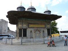 Estambul. Palacio de Topkapi. Fuente de los Verdugos.