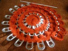 Soda Tab Crafts, Can Tab Crafts, Pop Top Crafts, Pop Can Art, Aluminum Crafts, Soda Tabs, Crochet Purses, Recycled Crafts, Crochet Accessories