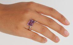 Un anello con ametista e oro bianco dalla collezione 21Diamonds, anche per questo anello è possibile scegliere la pietra e il metallo che si preferiscono! Create il vostro anello su 21diamonds.it