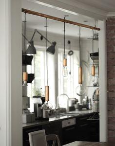 Du cuivre, des ampoules et des idées , j'adore .   Regardez ce que donne cette sublime installation de lampes.   Pour faire pareil , i...