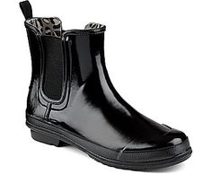 Waterproof Rubber Boot Construction Offered with Seasonal Printed Gore for Easy On/Off Wearing Microfleece Lining Allows for Quick Drying & Cushioned Interior Non-Marking Rubber Outsole with Wave-Siping for Ultimate Wet/Dry Traction<br