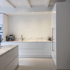 nl kitchens are made to measure. Calacatta marble with Gaggenau Kitchen Dinning, Living Room Kitchen, New Kitchen, Modern Kitchen Design, Interior Design Kitchen, Kitchen Units, Decoration Design, Küchen Design, Home Kitchens