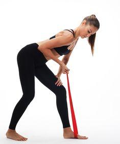 Träna hemma med gummiband – 3 enkla övningar alla klarar Yoga Gym, Yoga Fitness, Legs Day, Just Do It, Biceps, Glutes, Squats, At Home Workouts, Challenges