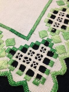 Swedish Tablecloth with Hardanger embroidered linen in green and white. Very well made, according to scandinavian tradition. Made in Sweden. 18 x 18 cm / 7 x 7 Thank you for looking Mid Century Modern Fabric, Couture Vintage, Retro Fabric, Linen Tablecloth, Filet Crochet, Pottery Art, Scandinavian Design, Hand Stitching, Etsy