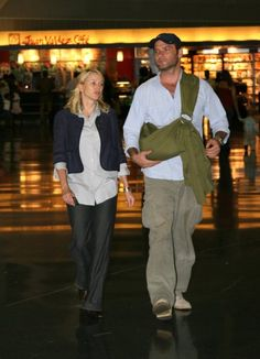 10 celeb baby wearing dads | BabyCenter Blog. Liev Schreiber with Naomi Watts and son Sasha