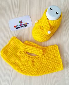 Photos and Videos Knit Slippers Free Pattern, Baby Booties Knitting Pattern, Knitted Slippers, Crochet Baby Booties, Baby Knitting Patterns, Loom Knitting, Knitted Hats, Crochet Patterns, Crochet Crafts