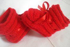 Sapatinho em tricot.  Confeccionada em lã antialérgica, pode ser feita na cor que você escolher.  Tamanhos de RN à 12 meses. O valor é referente ao tamanho RN - 3 meses.