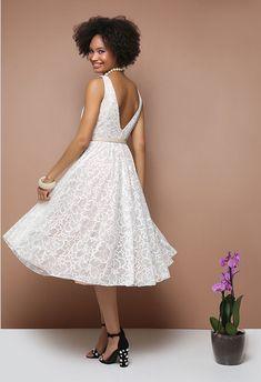 Φόρεμα δαντέλα με ανοιχτή πλάτη Dresses, Fashion, Vestidos, Moda, Fashion Styles, Dress, Fashion Illustrations, Gown, Outfits