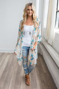 Shop our Island Paradise Floral Print Kimono in Tan. Pair with a basic tee, skinny jeans and wedges Kimono And Jeans, Look Kimono, Kimono Outfit, Outfit Jeans, Kimono Fashion, Tan Wedges Outfit, Sandals Outfit, Tokyo Fashion, Kimono Cardigan
