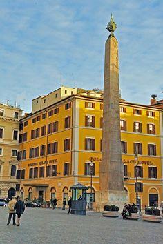 Piazza Montecitorio, Rome. #Bellitalia street furniture - arredo urbano
