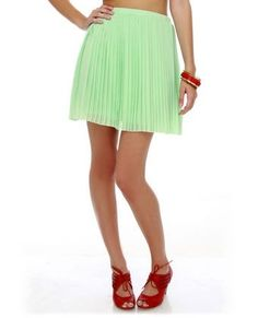 Mint green high wasted skirt.