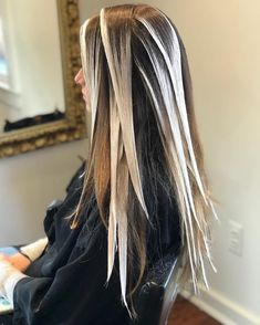 What is the Difference Between Balayage and Ombre? Balayage Hair Tutorial, Balayage Technique, Hair Cutting Techniques, Hair Color Techniques, Long Hair Wedding Styles, Long Hair Styles, Hair Color Placement, Ombre Hair At Home, Boho Hairstyles For Long Hair