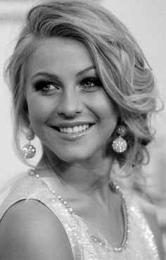 Prom hairstyles http://www.hairstylo.com/2015/07/prom-hairstyles.html