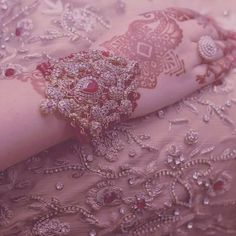 So cute haya niazi dps Bridal Mehndi, Indian Bridal, Wedding Wear, Wedding Pics, Bridal Accessories, Bridal Jewelry, Mehndi Style, Oriental, Bridal Photoshoot