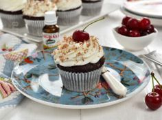 Black Forest muffins with sour cherry jam and whipped cream Sour Cherry Jam, Black Forest, Mini Cupcakes, Whipped Cream, Muffins, Desserts, Recipes, Youtube, Tarts
