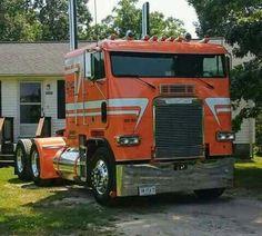 Big Rig Trucks, Semi Trucks, Cool Trucks, Custom Big Rigs, Custom Trucks, Jeep Truck, Pickup Trucks, Freightliner Trucks, Heavy Construction Equipment