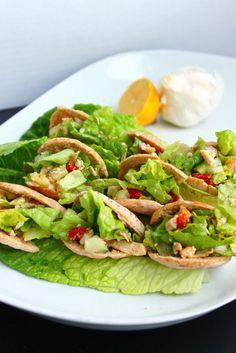 Mini Greek salad pita pockets - Cute and healthy Healthy Finger Foods, Healthy Snacks, Healthy Eating, Healthy Recipes, Carb Free Recipes, Pita Pockets, Greek Salad, Greek Pita, Best Dishes