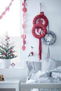 IKEA Christmas 2014 - Red and White Christmas Decorations Christmas Advent Wreath, Ikea Christmas, Christmas Trends, Christmas Tree Themes, Christmas 2014, Christmas And New Year, White Christmas, Christmas Inspiration, Ikea Interior