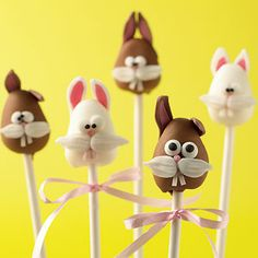 Easter bunny cake pop recipe :: Easter food ideas :: cake pops recipe :: recipes for Easter Easter Cake Pops, Easter Bunny Cake, Easter Cupcakes, Hoppy Easter, Easter Party, Easter Food, No Bake Cake Pops, Cake Push Pops, Baking Items