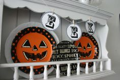 "Taped Halloween paper plates on top of my white plates. And added ""BOO"" letters to 3 of my plates. Halloween Letters, Halloween Hats, Halloween Signs, Halloween Candy, Vintage Halloween, Happy Halloween, Halloween Decorations, Halloween Tricks, Decorating On A Dime"