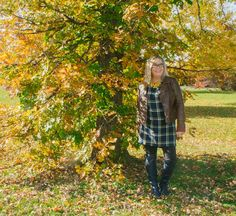 How awesome is this Old Navy Plaid Dress against the Fall Foliage. Mother Nature sure is showing off her coat of many colours this year. Plaid Tunic, Plaid Dress, Coat Of Many Colors, Pixie Pants, Top Of The World, Fashion Over 50, Shoe Dazzle, Red Plaid, Mother Nature