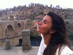 Laura desde el Puente Romano de Alcántara