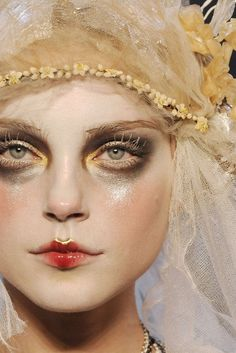 Jessica Stam for John Galliano I like the gold highlight at the top of the upper lip, good makeup trick