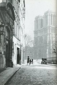 Rue Saint Julien-le Pauvre, Paris, Gisèle Freund, 1933.