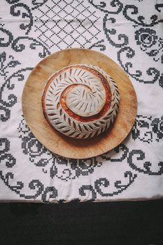 Savory Bread Recipe, Yeast Bread Recipes, Sourdough Recipes, Bread Machine Recipes, Sourdough Bread, Traditional Bread Recipe, Amish Bread, Bread Shaping, Bread Art