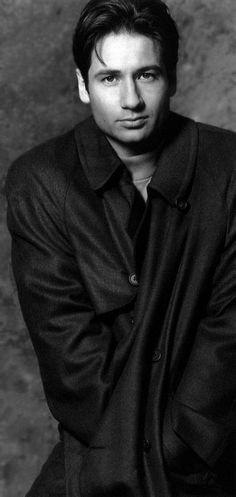 David Duchovny (Mulder / X-Files) X Files, Sexy Men, Hot Men, David And Gillian, Chris Carter, Dana Scully, David Duchovny, Gillian Anderson, Raining Men