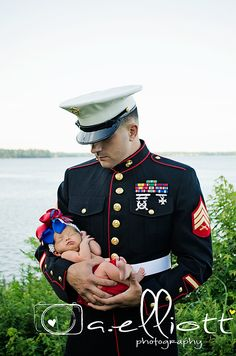I grew up wanting to marry a Marine, dad was in the Navy so I grew up military life style. But now I fell for a Army Man. Military Couples, Military Love, Military Photos, Military Wedding, Marine Baby, Marine Love, Usmc Baby, Marines Girlfriend, Navy Girlfriend