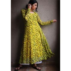 Beautiful Pakistani Dresses, Pakistani Dresses Casual, Simple Indian Suits, Simple Frocks, Lehenga Saree Design, Frocks And Gowns, Bollywood Outfits, Sari Blouse Designs, Stylish Dresses For Girls