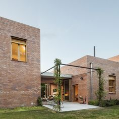House 1101 by H Arquitectes #familyhouse #brick