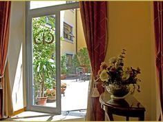 Le Cheminèe Hotel rappresenta una giovane e dinamica realtà alberghiera e congressuale a Napoli.