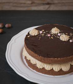 Layer Cake de Chocolate y Avellanas – Bizcocheando