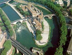 Isola Tiberina Quest'isola sorge nel fiume romano Tevere. Costruito nel mezzo dell'isola, troviamo un ospedale del 1548.