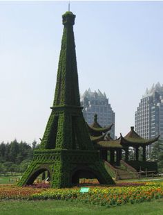 Eiffel tower. Paris, France #horticulturaldesign #horticulturalshow