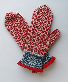Ravelry: Quaternity pattern by Rose Hiver 2015 - Knit for Erin because the snowflakes reminded me of Vail. I invented new curse words while knitting these mittens! I hope she likes them and I hope she doesn't find all my mistakes! Fair Isle Knitting, Loom Knitting, Knitting Socks, Knitting Stitches, Baby Knitting, Knitted Mittens Pattern, Knit Mittens, Knitted Gloves, Knitting Designs