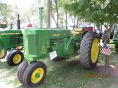 Old John Deere Tractors, Jd Tractors, John Deere Equipment, Classic Tractor, Antique Tractors, Pedal Cars, Toy, Construction, Culture