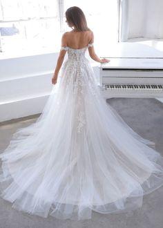 Trouwjurk Blue by Enzoani Natsuko Blue Wedding Dresses, Sweetheart Wedding Dress, Lace Wedding Dress, Bridal Dresses, Wedding Gowns, Blue By Enzoani, Bridal Wardrobe, Bridal Reflections, Bridal Dress Design