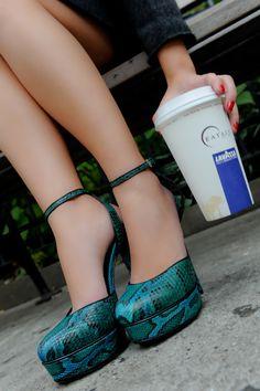 gucci pyton pumps + coffee