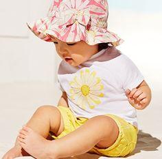 Baby T-Shirt mit Blümchenmotiv im coolen Oversized-Look von ESPRIT