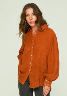 Rue Stiic, Layla Shirt in Terracotta. A classic button down lightweight crinkle cotton shirt perfect for all ocassions. Beauty Boutique, Fashion Boutique, Outfit Shop, Girls Wardrobe, Terracotta, Style Ideas, Tees, Shirts, Australia